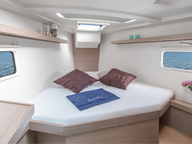hanse-418-bow cabin